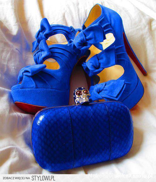 kobaltowe chabrowe niebieskie kokardy kokardki cud