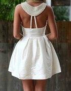poszukuje sukienki bialej z koralikami