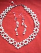 naszyjnik z drobnych perełek