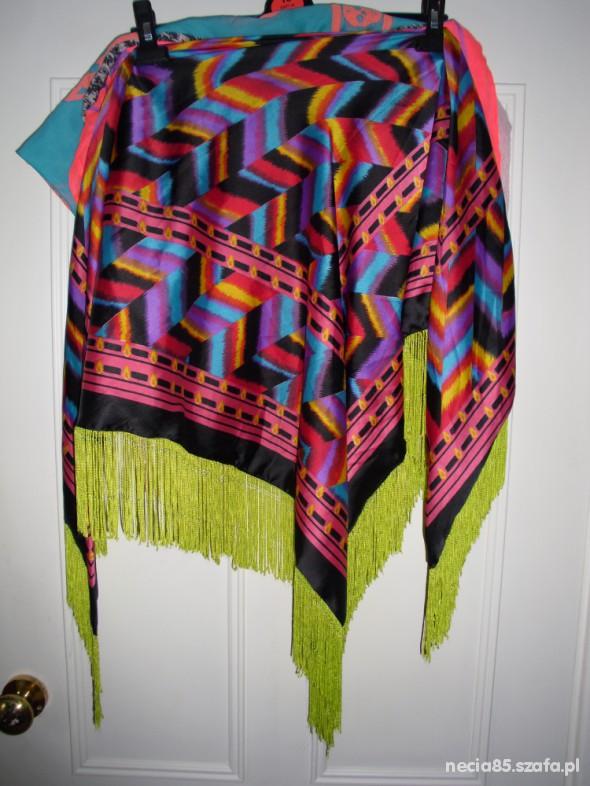 Chusty i apaszki Kolorowa chusta BERSHKA