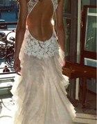 Koronkowa suknia...