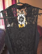 sukienka z koronkowymi plecami stradivarius