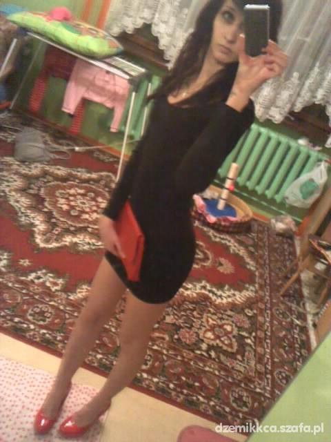 Eleganckie mala czarna i czerwien