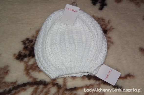 Biała wełniana czapka...