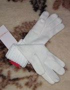 Białe wełniane rękawiczki...