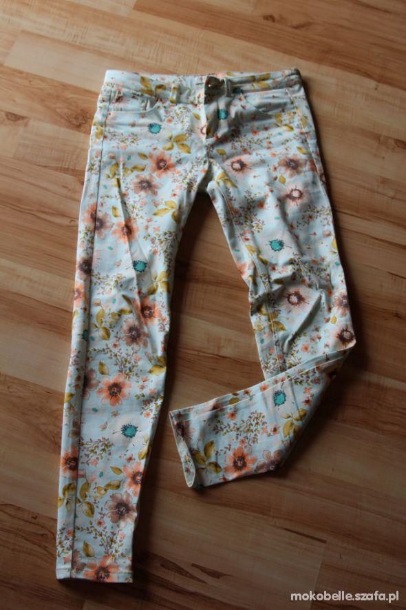 Spodnie Pull&Bear modne wiosenne kwiaty