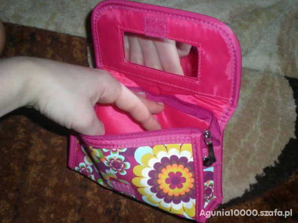 Kosmetyczki i kuferki Nowa mała kosmetyczka