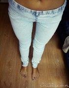 poszukiwane tregginsy jasny jeans