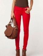 czerwone spodnie bershka