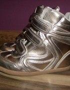 Srebrne sneakersy...