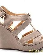 Sandałki koturna