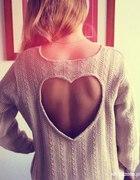 sweterek z wyciętym sercem
