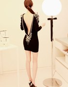 sukienka czarna perły odkryte plecy...