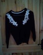 czarny sweterek z haftem