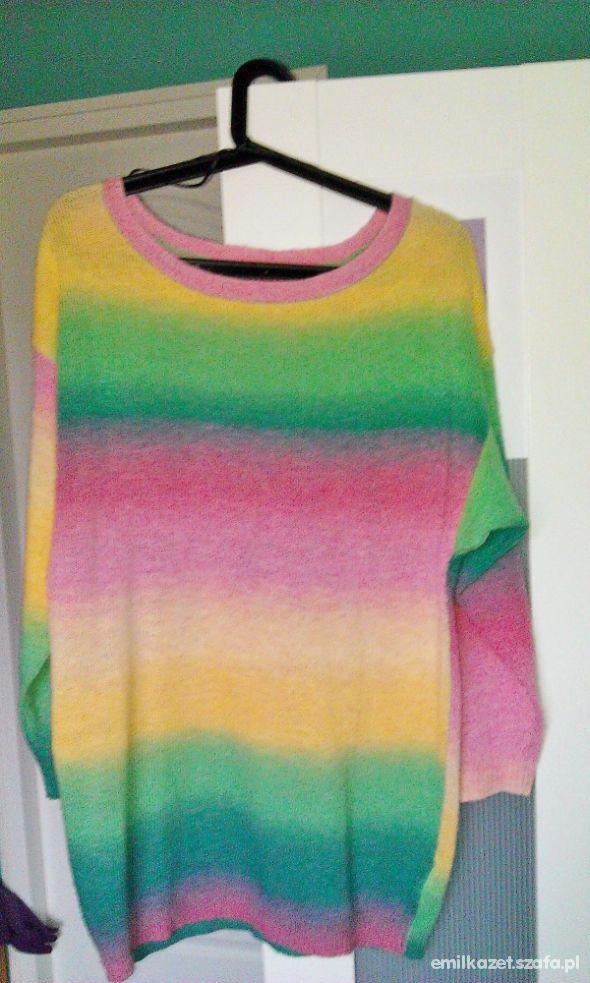 Tęczowy sweter oversize
