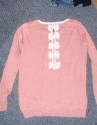 Sweterek Różowy Z kokardkami na plecach...