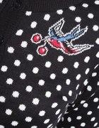 Sweterek z jaskółkami