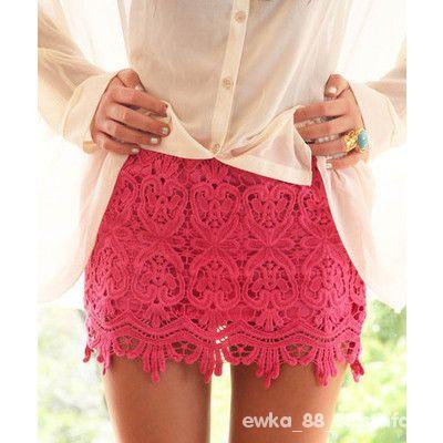 co nosić do tej czerwonej spódniczki