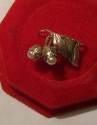 autorski stary pierścionek konwalie perły