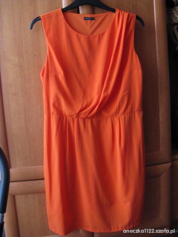 pomarańczowa sukienka MOHITO