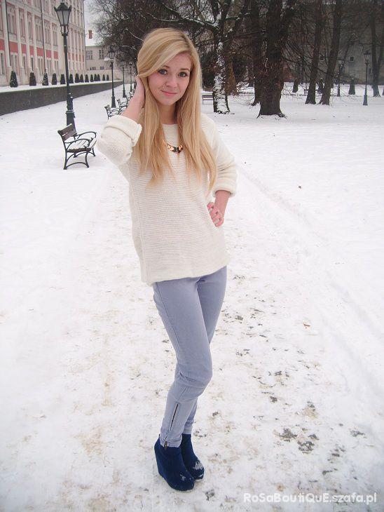 biały sweter z ZIPEM na plecach