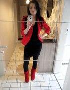 Elegancka czerń z czerwienią...