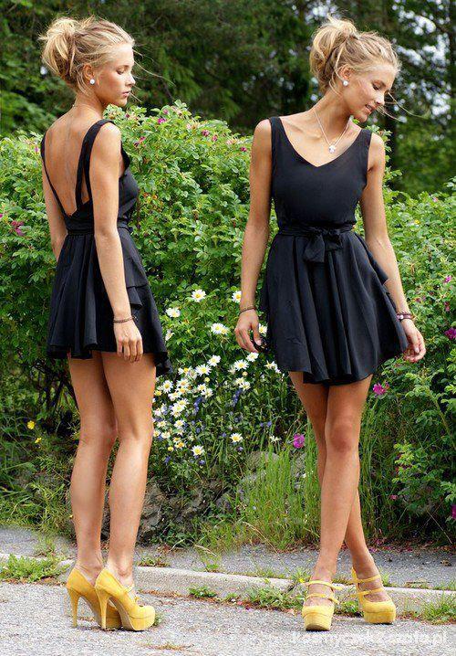 Romantyczne czarna sukienka koczek bizuteria i kanarkoe buty