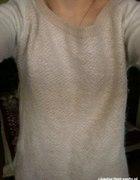 Sweterek ze złotym zipen na plecach...