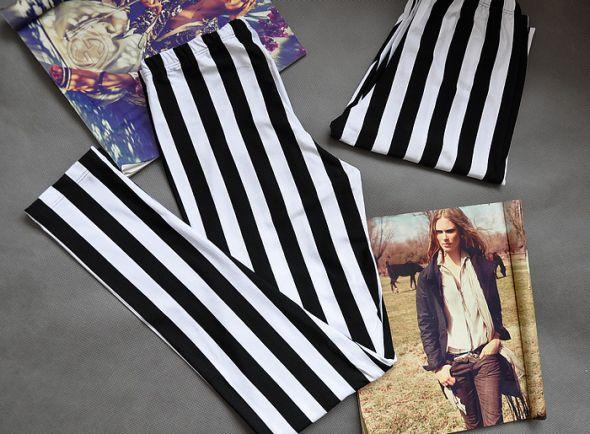 czarno białe pasy paski legginsy