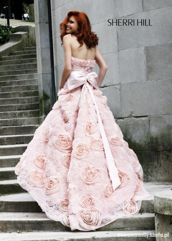 Sherri Hill sukienka róże pudrowa 3d