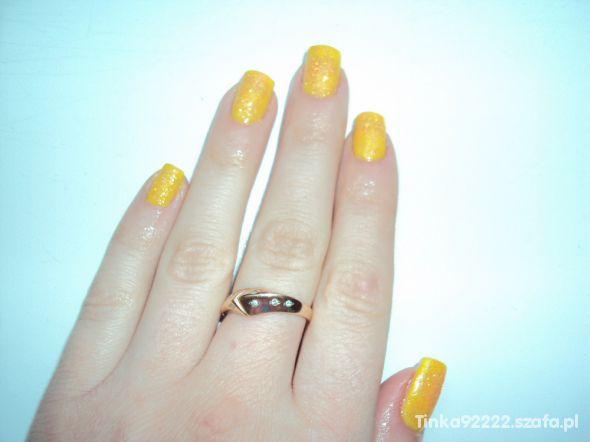 Cytrynkowe paznokcie z brokatem...