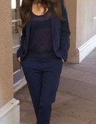 Mila Kunis i elegancki granatowy garnitur