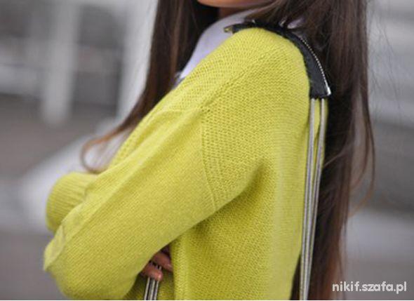 Neonowy żółty sweterek