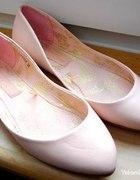 Pudrowe balerinki