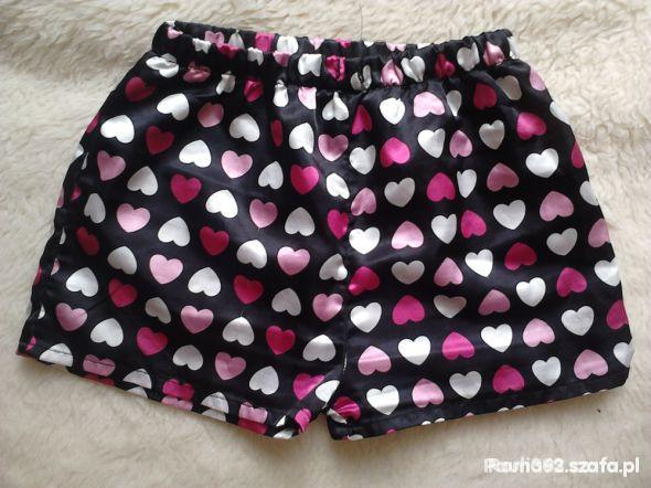 spodenki od piżamy serduszka 34