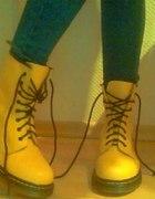 Żółte Martensy...