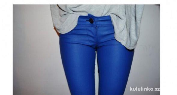 Skórzane spodnie BERSHKA kobaltowe eko skóra