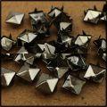 Piramidki ćwieki stalowo grafitowe 8mm