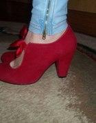 Czerwone słodkie szpilki
