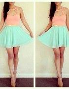 Piękna miętowo pudrowa sukienka
