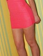 koralowa sukienka ćwieki
