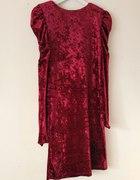 Welurowa sukienka z bufkami Dunnes