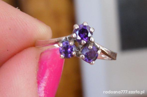 Pierścionki Przepiękny srebrny pierścionek
