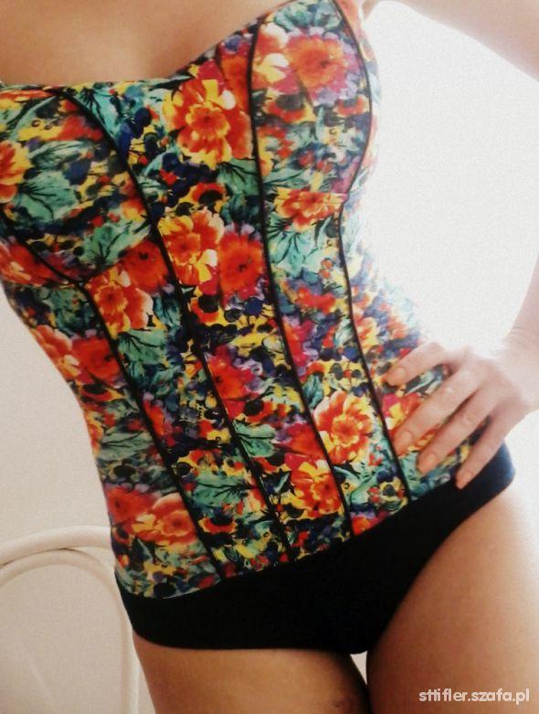 Body Bershka floral...