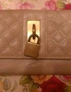portfel z kłódką kolor nude