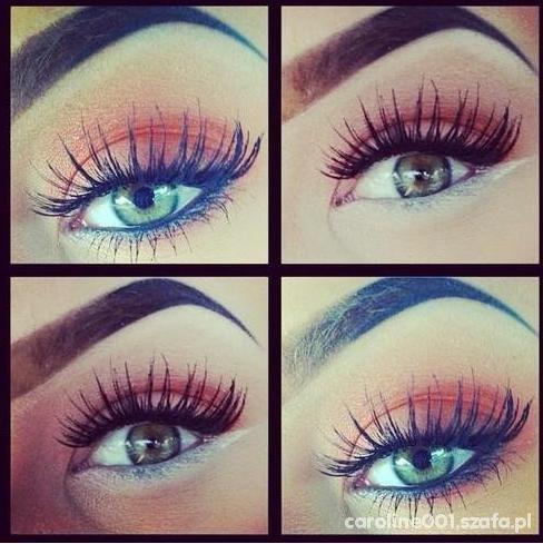 eye in red