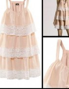 H&M pudrowa sukienka z falbankami i koronka