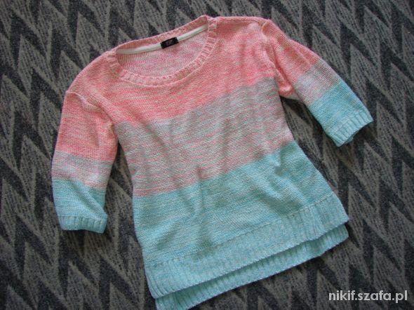 Pastelowy sweterek