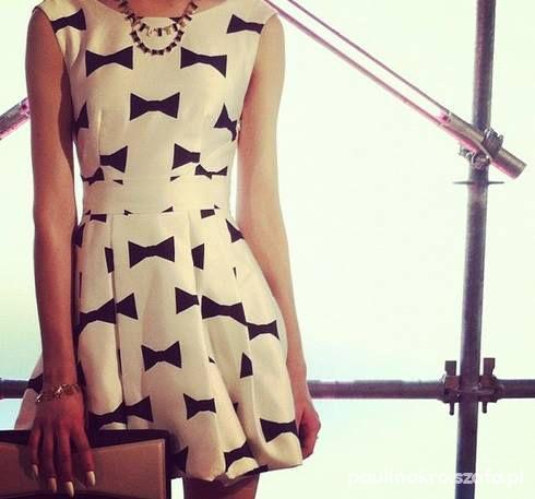 sukienka w kokardki