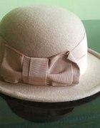 kapelusz nude pudrowy